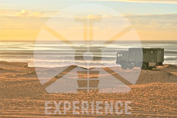 expedition vehicle by toe-experience /  echte Weltreisefahrzeuge, pistenfest und wüstentauglich - echtes dir road Weltreisemobil weltweit unterwegs 4WD overland expedition vehicle extreme overland travel experience  luxury interior