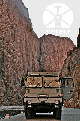Durch Täler und Schluchten im echten Expeditionsmobil/Weltreisemobil - ob mit oder ohne Allrad - echtes Weltreisemobil unterwegs 4WD overland expedition vehicle extreme overland travel experience  luxury interior