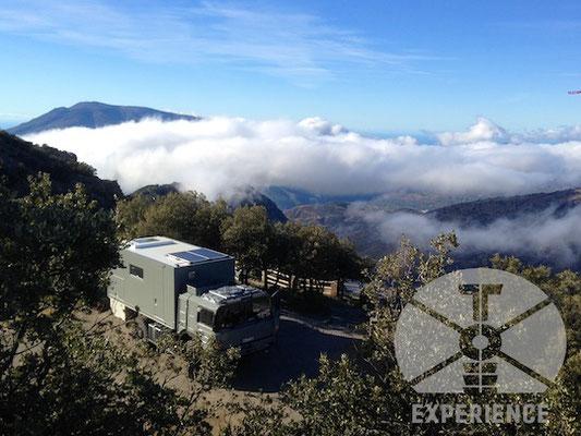 High Altitude Expeditions Vehicle Truck Camper Expeditionsfahrzeug über den Wolken - Expeditionsmobil, Reisemobil höhentauglich auf Dirt-Roads unterwegs - Expeditionsmobilbau - Bau von Weltreisemobilen