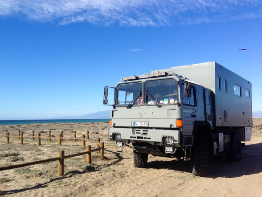Expedition Vehicle Overland Truck Travel along the spanish Coast in Europe / Im Expeditionsmobil entlang der spanischen Mittelmeerküste
