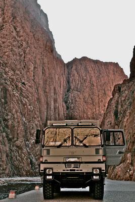 Expeditionsmobil, Expeditionsfahrzeug mit Allradantrieb, komfortable Wohnkabine aus GFK-Sandwich-Panele mit KCT-Fenster