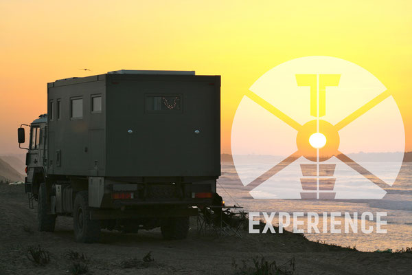 dirt road truck / travel truck / expedition truck / offroad/dirt road expeditionsmobile unterwegs / allrad wohnmobile all terrain on world travel experience - a top to toe experience mobile living 4WD overland expedition vehicle extreme overland travel