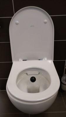 Das schwebende OFIDA in der Gästetoilette.