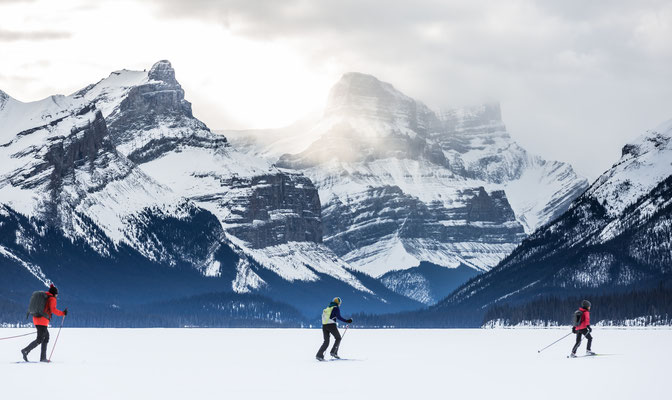 cross country skiing on Maligne Lake © Matthew Clark @stirlandraephoto