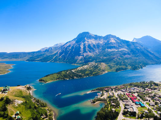 Bear's Hump in Waterton Lakes National Park, © Amanda Dias @aminniedee