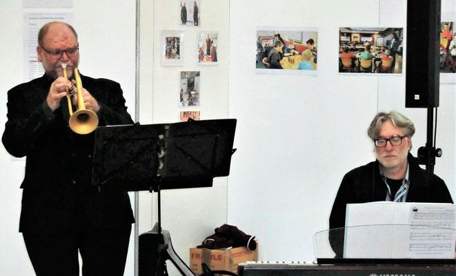 Zur Vernissage am 16.05.2019 spielte unser Vereinsmitglied Johannes Stürmer auf der Trompete  (links im Bild)...