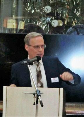 ...der Geschäftsführer vom Brückencenter Ansbach Herr Andreas Schmid...