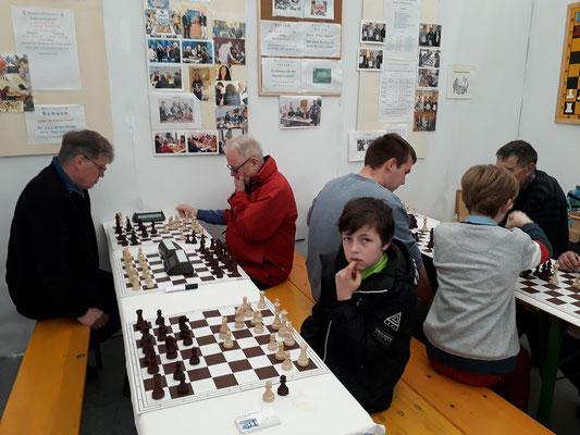 """Schach begeistert """"alt"""" und """"jung"""""""