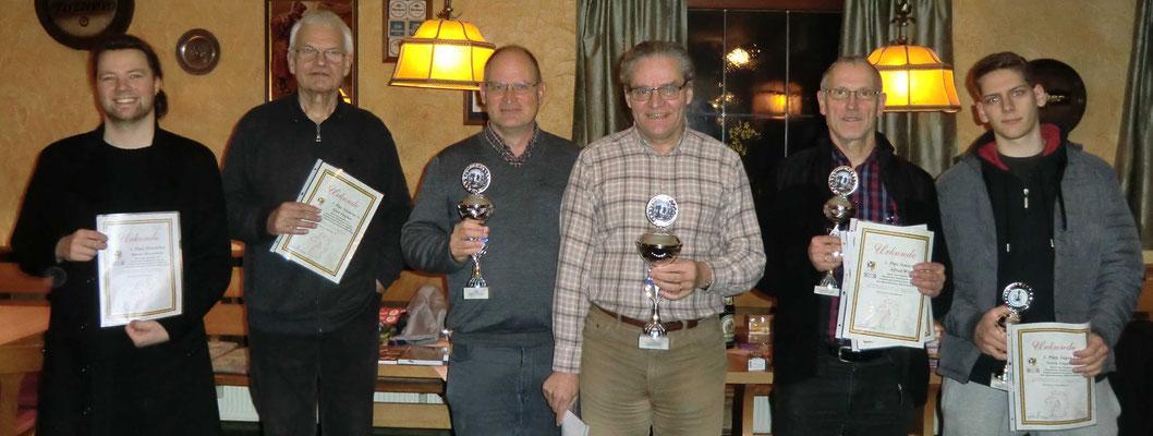 vlnr.: Marius Dennerlein (Mittelalter), Gerd Fischer (75+), Christoph Margraf (2.), Wolfgang Engelmann (1./50+), Alfred Witt (3./65+) und Georg Engelmann (Jugend U18)