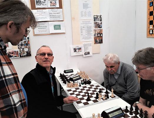Schachprobleme löst man gemeinsam