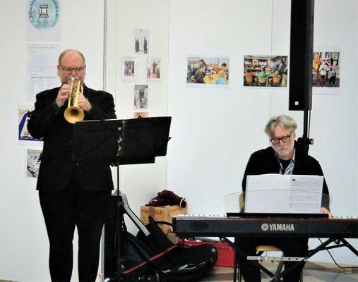 ...zusammen mit Carl Friedrich Meyer am Keyboard (rechts im Bild)