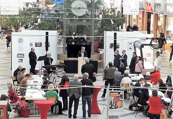 Die Ausstellung und die Veranstaltungen wurden von zahlreichen Menschen besucht