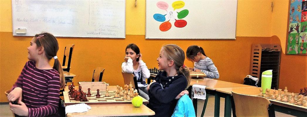 Die Kinder hatten viel Freude beim Schachunterricht...