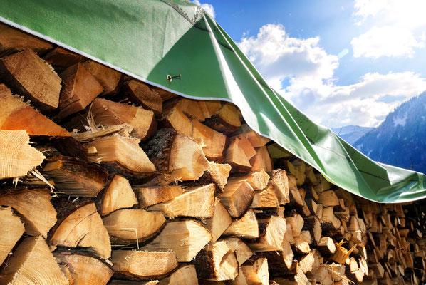 Kein Brennholz mehr? Jetzt bei Brennholzkaufen.ch den Anbieter aus der Region finden.