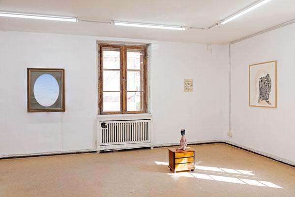 09 Maske, Ausstellungsansicht:  im Bild Arbeiten von Thomas Behling und Susanne Ring