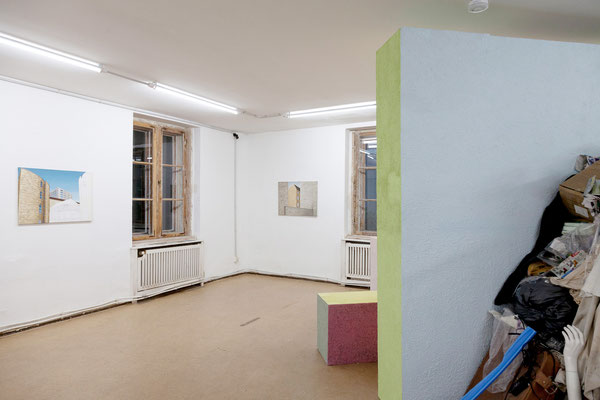 """Detlef Wendorf, Architektur I, 2017, Detlef Wendorf, Blick in den Hinterhof, 2014   Meike Kuhnert & Michel Aniol, """"Bearing and Weighing - Circular Thinking"""", 2019"""