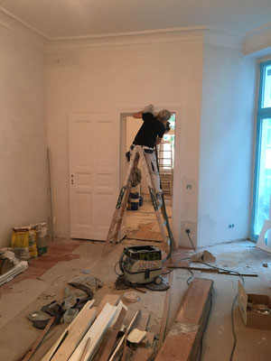 Ausbesserungsarbeiten an den Türen