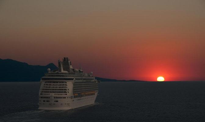 Auf Kreuzfahrt in den Sonnenuntergang