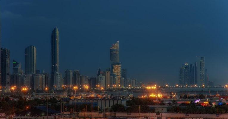Abu Dhabi bei Nacht4