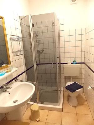 la salle d'eau du studio des voyageurs
