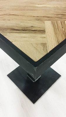 Detailbild Bistro-Tischplatte Altholz mit Stahlrahmen