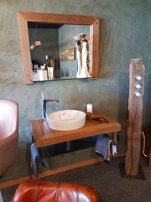 Waschtisch und Spiegel aus Altholz Eiche
