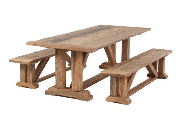 Traditioneller Klostertisch aus Altholz Eiche mit passenden Holzbänken