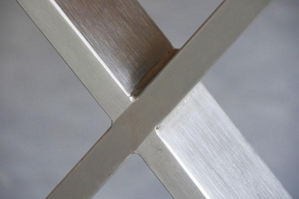 Detailbild Kreuzgestell Edelstahl gebürstet