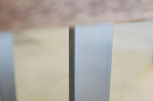 Detailbild Tischkufe Edelstahl gebürstet