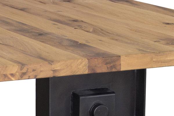 Detailbild Tischplatte Eiche Altholz