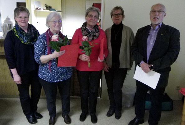 Liane Molle und Edelgard Soltau erhalten die Silberne Ehrennadel des SC