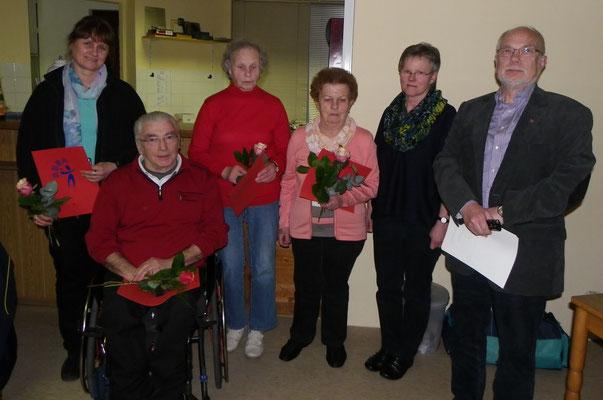 Anke Buch-Jülich, Peter Czorny, Hilde Funck u. Charlotte Peters erhalten die Goldene Ehrennadel des SC