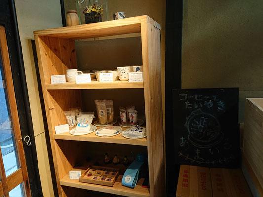 小物雑貨や天草の塩なんかも販売されています。