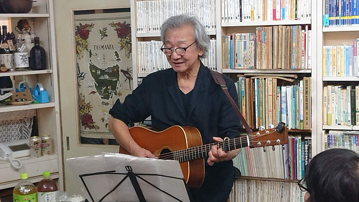 朝日新聞の「子供の目」で子供の書いた詩に曲をつけて。下に動画有ります(^^♪