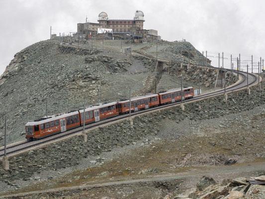 Bahn auf dem Weg ins Tal