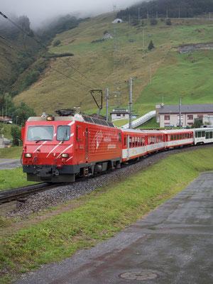 Regionalzug Matterhorn-Gotthardbahn in Andermatt