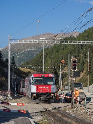 Glacier-Express erreicht St. Moritz