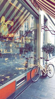 Vitrine de la chocolaterie Jan De Clerck - Academiestraat - Bruges - Brugge