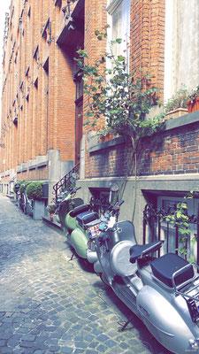 Scooters - Hertsbergestraat - Brugge - Bruges