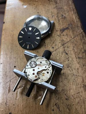 Mechanisches Uhrwerk reparieren lassen in NRW