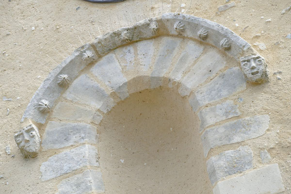 Fronton église après rénovation