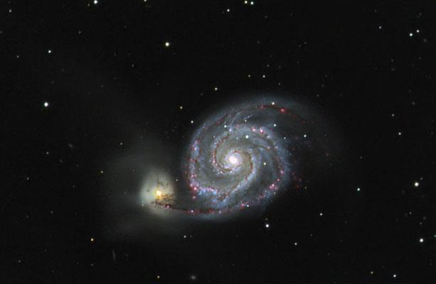 Messier M51 - Whirlpool Galaxie, 9x600s LUM, ungebinnt, 300s je RGB 2x2 binning, 14x900s 2x2 binning Ha, mit Darks und Flats