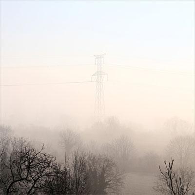 Pylône sur la route de Jarcieu