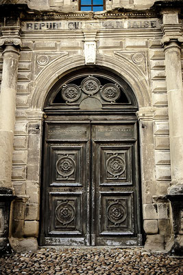 Porte dans St Antoine l'Abbaye (Isère)
