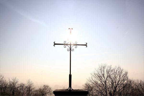 Croix sur la route d'Epinouze (Drôme)
