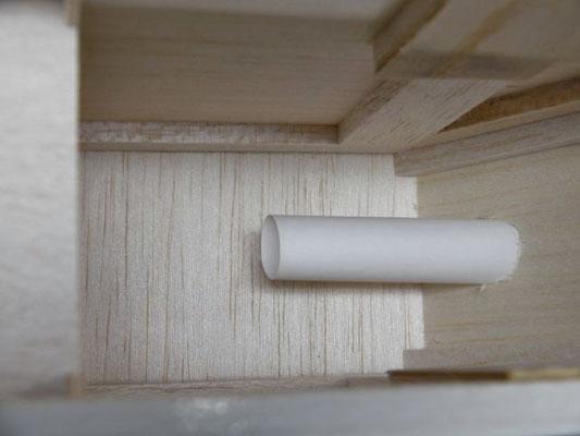 コピー用紙で筒を作り、コントローラーに直接風が当たる様にしている。