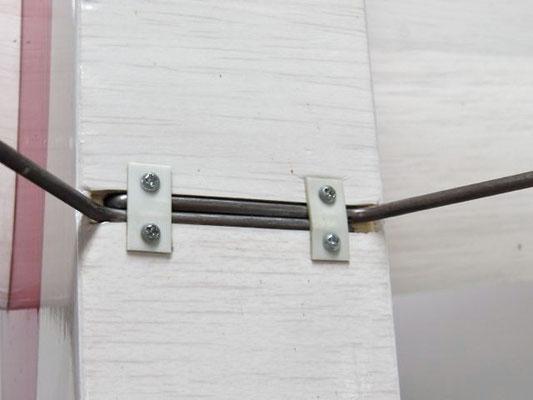 脚の固定は2.0×10ネジを使う