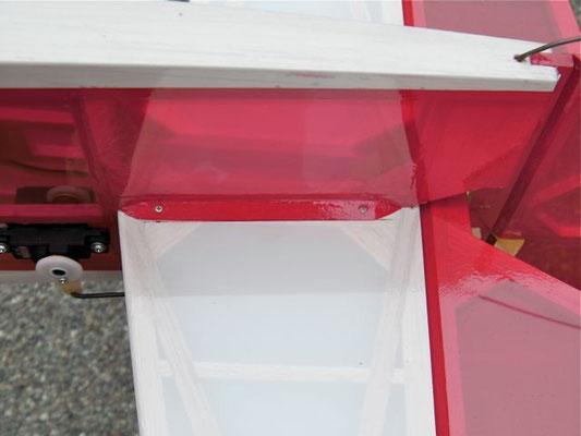 安定板は付属の1.7×12ネジ4本で止める。(ネジは安定板に対して垂直にして、反対側まで届く様に)