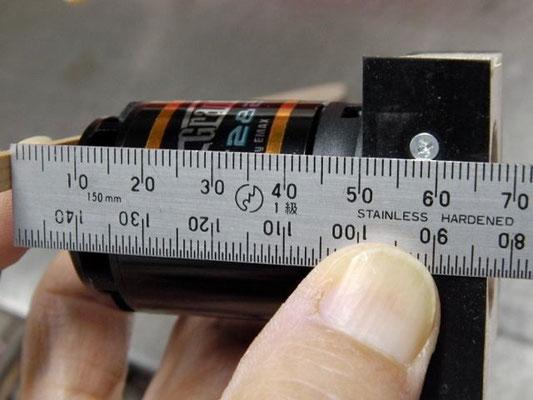 GT2826/05の場合は、プロペラ取り付け面からネジまでの距離が58mmとなっていた。