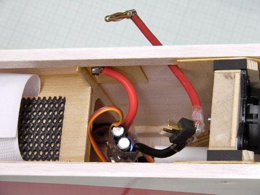 T型バッテリーコネクター使用時の例。